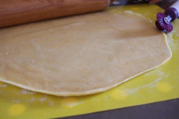 pâte à bugne étalée