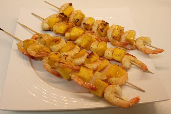 brochettes de crevettes et mangues