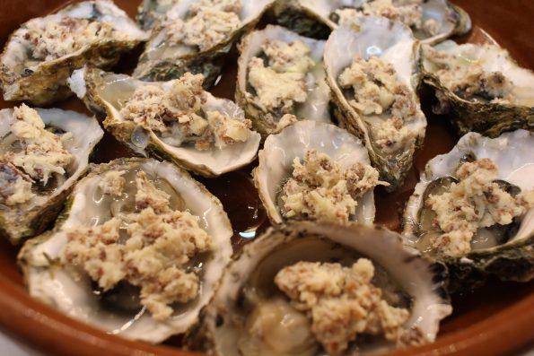 huîtres gratinées dans plat avant cuisson