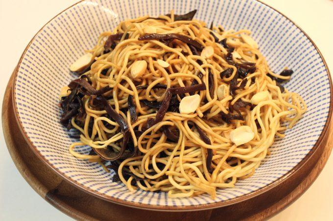 Nouilles chinoises aux champignons noirs et sauce soja