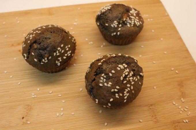muffins à la banane et sésame noir